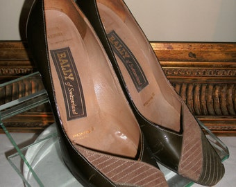 Vintage 1980's Bally Brown Patent Leather Pumps with Brown Suede Accents - Size 6M