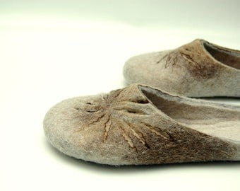 Felted slippers Women home shoes Handmade house shoes Traditional felt Woolen clogs Felted clogs Valenki Grey brown white tan Women slippers