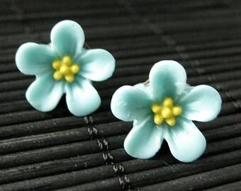 Aqua Blue Flower Earrings. Forget Me Not Flower Earrings with Bronze Stud Earrings. Flower Jewelry. Handmade Jewelry.