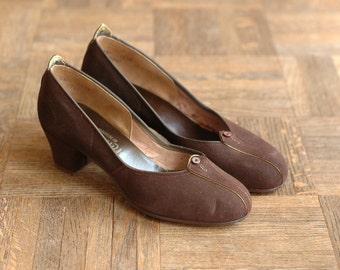 vintage 1930s shoes / art deco court heels / 30s dark brown suede heels / size 5.5