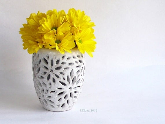 Daisy engraving double wall pot in white glaze