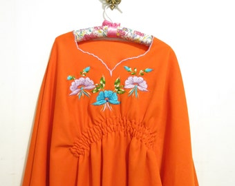 """Vintage Handmade EMBROIDERED Floral """"You Light Up My Life"""" Oaxaca-Like Gathered Bat-Wing Blouse, Size Large"""