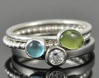 Peridot ring, august, birthstone ring, oval, gemstone ring, birthstone ring, sterling silver ring, stackable ring, Bridesmaid gift
