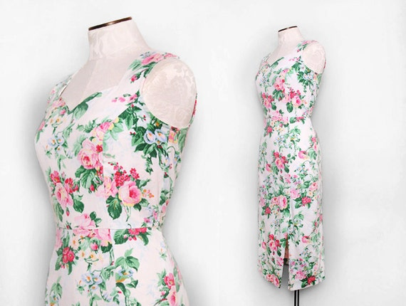 Floral Wiggle Dress with Sweetheart Bust and Button Down Back Size Small Medium 1980s Vintage