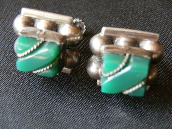 Vintage Taxco Mexico Green Onyx and Silver Screwback earrings.