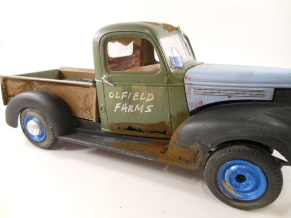 1941 Chevrolet model Truck 1/24 scale in green and balck