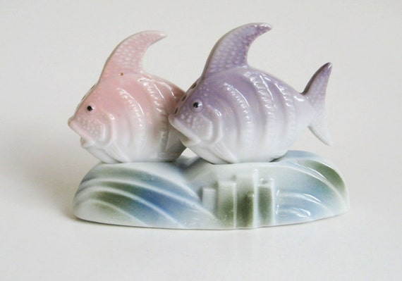 Vintage fish salt and pepper shakers art deco pastel figurine for Fish salt and pepper shakers