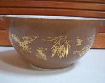Early American Pyrex 1.5 Pint Cinderella Bowl