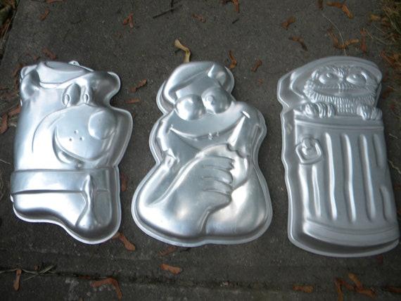 3 nice clean shape vintage 70s wilton cake mold YOGI bear sesame street COOKIE monster the GROUCH