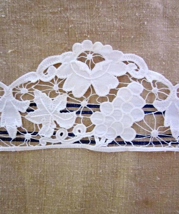 Vintage - 1960's -Snowy White Altar Linen Trim