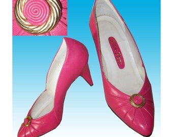 Vintage HOT PINK KItten Pumps wGold Medallion 5 B by Sutton Place Made in Brazil