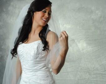 Fingertip, plain-edge, white veil