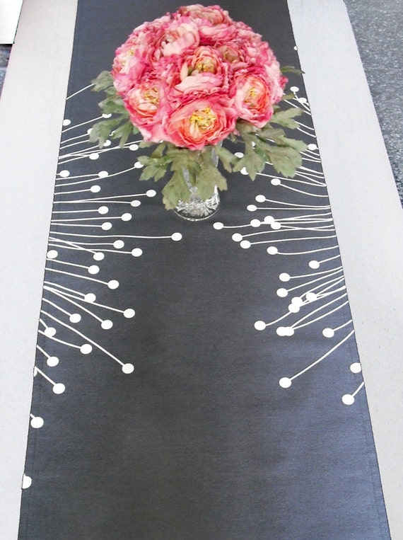 Grey/White Modern Cotton Table Runner.