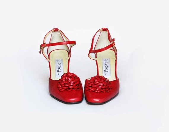 Red shoes . VINTAGE SHOES. Vintage Mary Jane . 1980s red heels