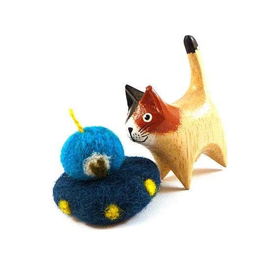 UFO Alien Space Ship Wool Catnip Cat Toy