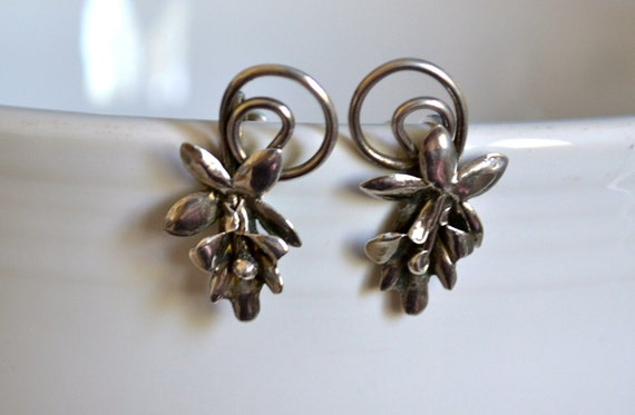 Art Deco Flower Earrings, Sterling Silver, Screw ON Earrings, Vintage Fine Jewelry, Item No. S005