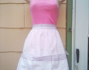 Vintage  1940s/1950s Apron/ White/  Embroidery/ VLV/ Rockabilly/ Housewife
