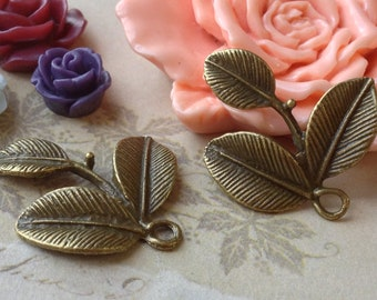 25  x 27 mm Antiqued Bronze Leaf Pendants (.sa)