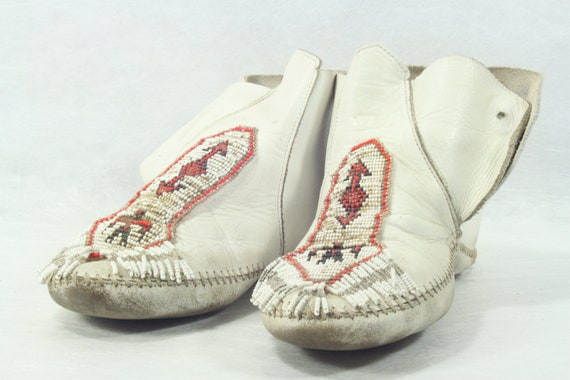 Vintage White Leather Ladies Beaded Native American Moccasins Beadwork Art Collectible -- Free Priority Shipping Included