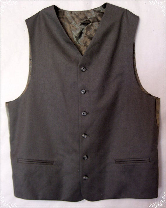 Men's button up army green vest 39R