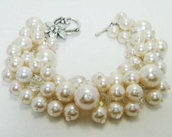 Ivory Cluster Bracelet, Off white chunky bracelet, bridal jewelry, pearl cluster bracelet, wedding pearl bracelet, ivory bridal jewelry
