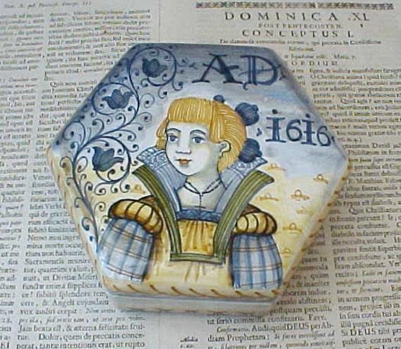 Beautiful Saca Castelli Renaissance Styled Majolica Box