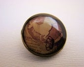 Resin Brooch, White Horse, Beige, White Brown, 20mm, Round, Rustic