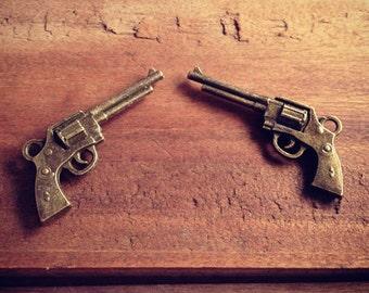4 Pcs Gun Charms Antique Bronze Gun Charm Cowboy Charm Western Pistol Charm Revolver Vintage Style Pendant Charm Jewelry Supplies  (A025)