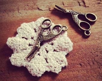 8 Pcs Stork Sewing Scissors Charms Antique Bronze Scissors Antique Scissors Charm Bird Vintage Style Pendant Charm Jewelry Supplies (Q017)