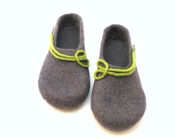Women slippers from wool, felted slippers, wool clogs, handmade wool clogs, grey green felt slipper, house shoes, valenki, filzschuhe, filz