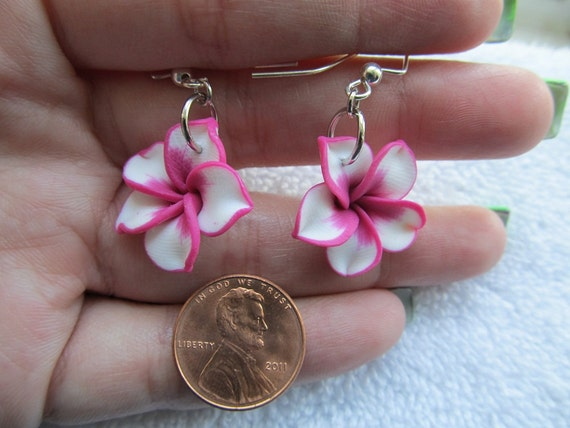 20mm Hawaiian White Plumeria Frangipani Polymer Clay Dangle Earrings with Bright Fushia Pink Edges and Center