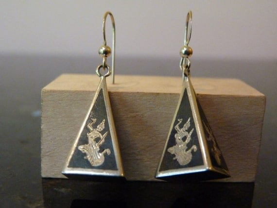 Vintage Silver Siamese Pyramid Dancing Buddha Dangling Earrings