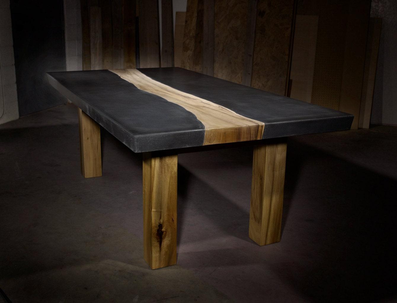 beton tisch mit holz inlay. Black Bedroom Furniture Sets. Home Design Ideas
