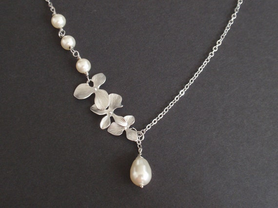 Triple Flower and Pearls white gold necklace- Bridesmaid,Wife, Girlfriend, Mothers Gift Idea
