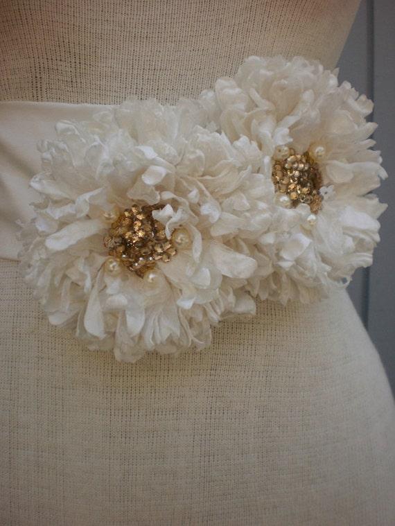 Off white color bridal belt ,bridal sash ,wedding belt, wedding sash, belt .  gold beads hanmdmade flowers