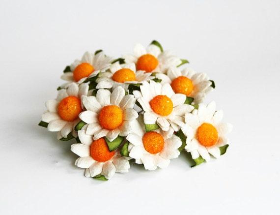 10 pcs - White mulberry paper small chamomiles