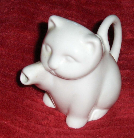 Vtg Cat Figurine Porcelain Ceramic Bone China White Kitten Creamer Collectible Pitcher