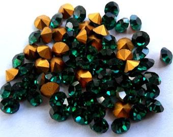 72 Emerald 32pp Swarovski Round Rhinestones-Loose Rhinestones-Bulk Rhinestones-Wholesale Rhinestones-Loose Crystals