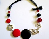 Black and Red Necklace/Collier Noir et rouge