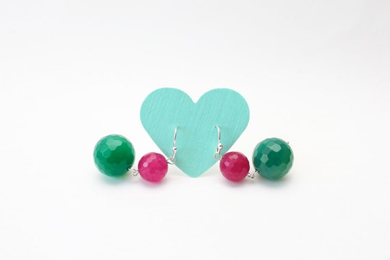 Trendy earrings, gems earrings, emerald green jade, fuchsia pink agate, green and pink, contrast earrings, dangle ball earrings