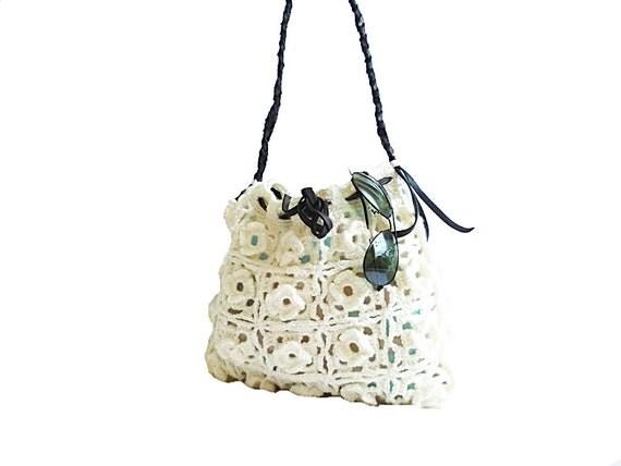 SALE. White Crochet Bag- Black leather handle- Unique model- Floral pattern handbag- White tote bag- Autumn handbag