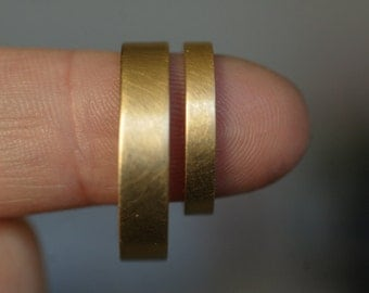 18k Y gold flat wedding band set 3mm and 5mm