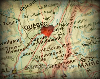 8x10 MAP of QUEBEC Canada with a Heart Shape with a Grunge Vintage Border - 8x10 Photograph