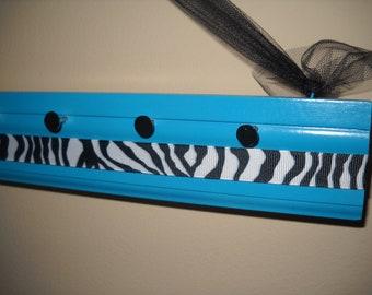 "Blue zebra print jewelry holder, 18"""