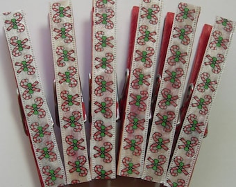 HALF PRICE SALE Decorative Magnetic clothespins, decoupage, Set of 6, frig magnets, photo clips, small gift, Red w/ Candy Cane Ribbon