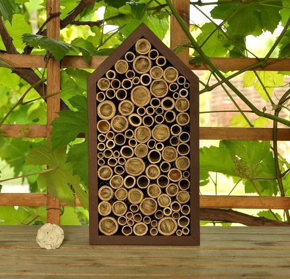 h tel insectes ruche pour abeilles solitaires pin. Black Bedroom Furniture Sets. Home Design Ideas