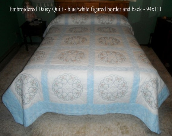 Embroidered Daisy Quilt 94x111