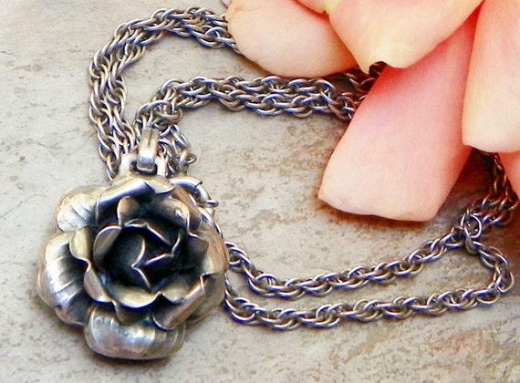 30's Vintage Danecraft Silver Rose Flower Necklace
