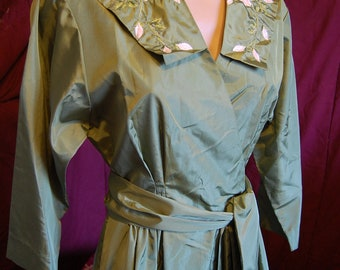 Sage Green Taffeta 40s-50s Robe with Emb Flowers on lapels w/ tie belt ..very Pin-up