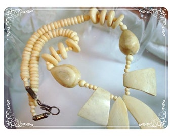 Asian Choker Necklace w Exotic Off White Chunky Flare   1354ag-012312000